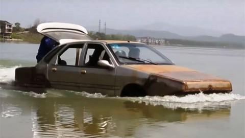 Гражданин Китая создал машину-амфибию для спасения отнаводнений